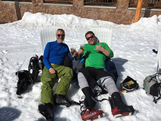 Deer Valley Resort: Chilling at the Beach (base of Silver Lake Lodge) apres ski.
