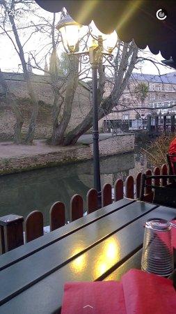 Romantisme de crêpes au bord de l'eau