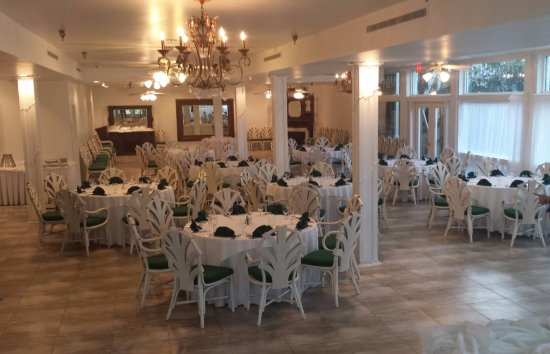 The Hilltop Restaurant: The Patterson Room can accommodate up to 120 guests