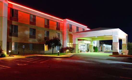 Best Western Plus Eau Claire Conference Center: Night view