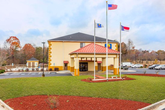 Our newly-renovated Comfort Inn & Suites® will get you rested and ready for anything!