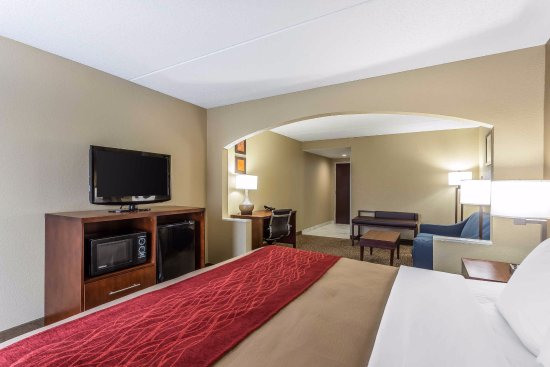Comfort Inn & Suites: All of our well-appointed guest rooms are equipped with a refrigerator, microwave and coffee mak