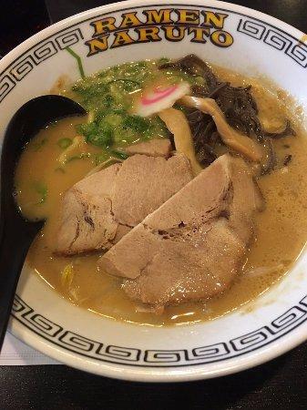 Azusa, Califórnia: R4 - Tonkotsu Shoyu Ramen with egg noodle