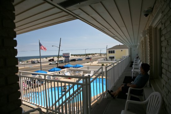 Seaside Park, Nueva Jersey: View from outside of unit 13, facing southeast