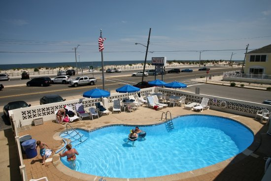 Seaside Park, Nueva Jersey: View from outside of unit 14, facing east