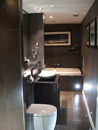 Auchrannie House Hotel: Lovely bathroom separate shower and bath tub.