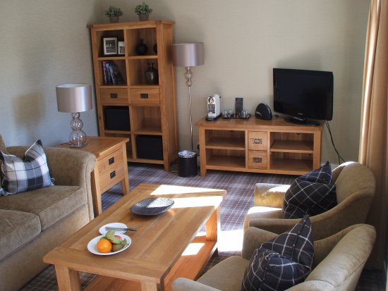 Auchrannie House Hotel: Suite living room