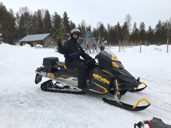 Perhesafarit Snowmobile Safaris: photo2.jpg