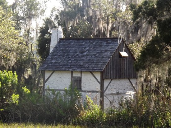 Darien, GA: Small house on nature walk