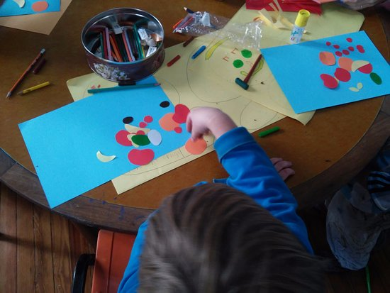 VOS Spanish School - Day Courses: Kids Programs - Manualidades