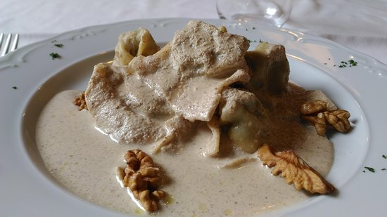 San Colombano Certenoli, Italy: Pansoti in salsa di noci