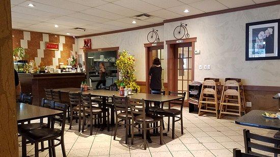 Nguyen Hoang Restaurant: Dining hall