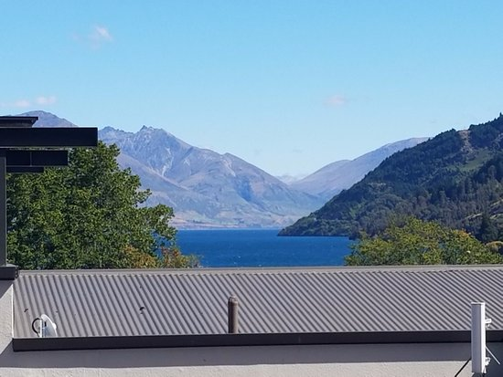 Glebe Apartments : View from our room of Lake Wakatipu