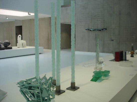 Sars-Poteries, Γαλλία: La grande salle du rez-de-chaussée bas