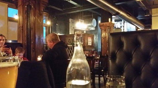 Griffon Gastropub: Dining room