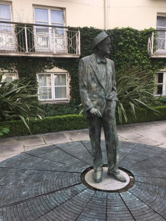 The Merrion Hotel: James Joyce statute in the courtyard