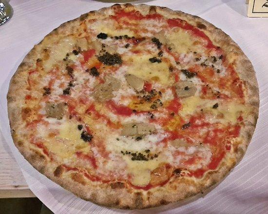 Pizza 'Impareggiabile' con impasto integrale: pomodoro, mozzarella, fonduta, porcini e tartufo n