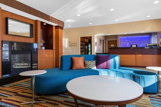 Saint Cloud, MN: Lobby Seating Area