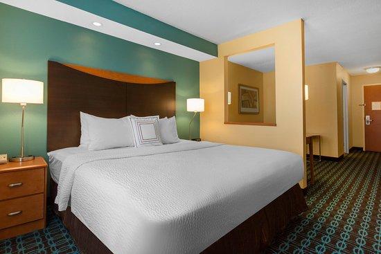 Saint Cloud, MN: Executive King Suite