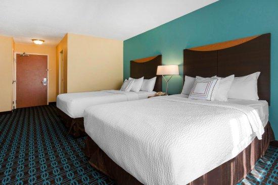 Saint Cloud, MN: Queen/Queen Guestroom