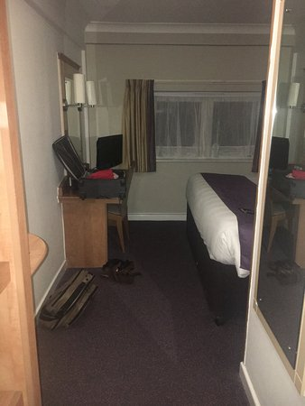 Premier Inn Birmingham Broad Street (Brindley Place) Hotel : Bathroom in bad conditions. Very small. No parking. Small cubical room, no stand for the luggage