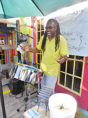 Bert's Bar & Grill: Carribean music at Bert's in the afternoon
