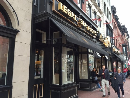 Legal Sea Foods : Legal Seafoods across from Verizon Center