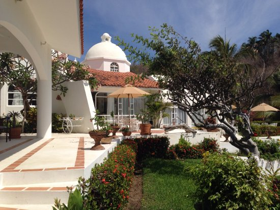 Looking towards the informal open air dining area for Villas fa sol
