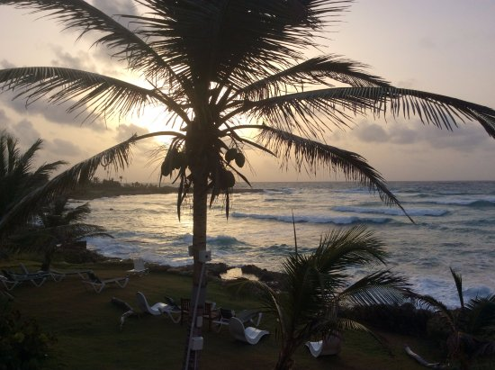 Ocean Spray Beach Apartments : Sunrise view from the balcony