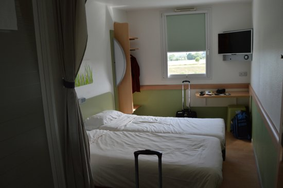 Nonant, Francia: Another view of the room