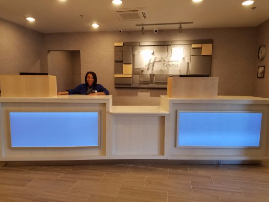 ‪‪Holiday Inn Express Baltimore - BWI Airport West‬: Front Desk/Lobby‬
