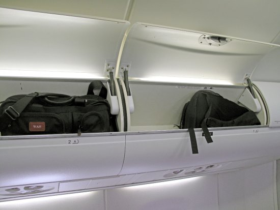 Pleasing Emb 175 Small Overhead Bin Above The Single Row A Seats Cjindustries Chair Design For Home Cjindustriesco