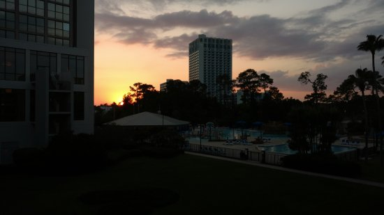 Wyndham Lake Buena Vista Disney Springs Resort Area: Sunset view from room!