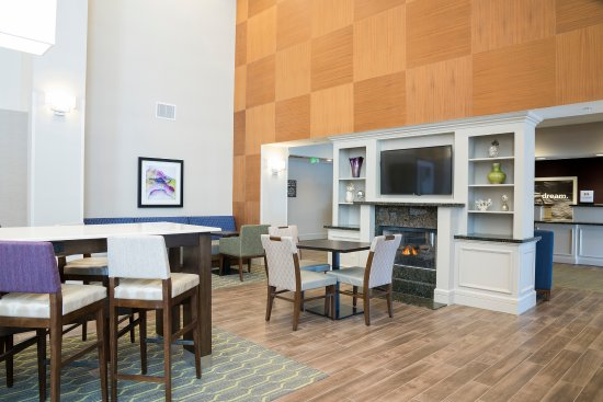 Manchester, CT: Guests are invited to enjoy our spacious and comfortable lobby sitting area 24/7