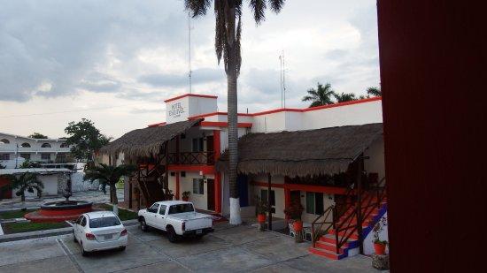 Hotel Esquivel: Entrada al hotel