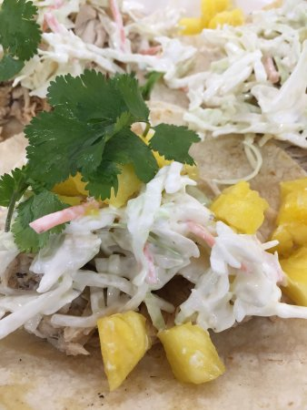 Brookings, Орегон: Habenero chicken tacos w/pineapple! Then put some of the mango hot sauce on them!
