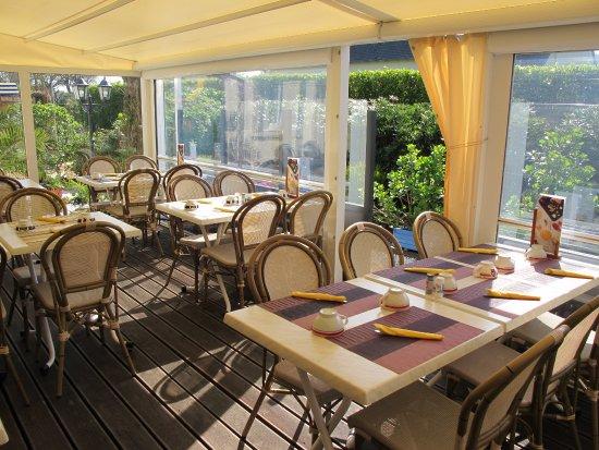 La terrasse couverte - Bild von Creperie Ty Croissant Bouillet ...