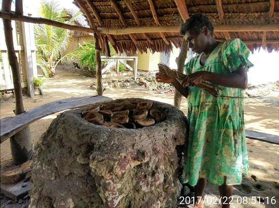 Lakatoro, Vanuatu : This traditional kitchen is on the grounds. Here's Leeman preparing the cooking fire for lap-lap