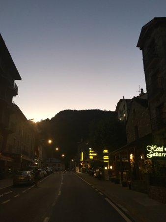 Hotel Restaurante Pradas Ordesa : Street in front of restaurant