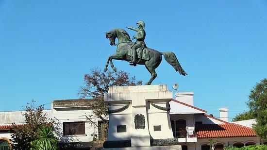 Plaza Independencia: Statua equestre al Libertador