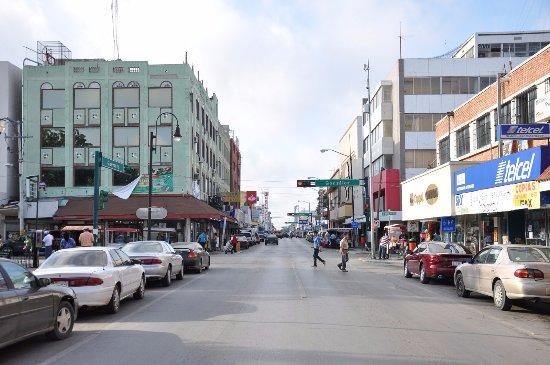 Nuevo Laredo, Mexico: lugar donde te puedes ir de compras a cualquier tiendita de regalos, comida etc,