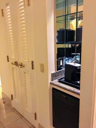 Jw Marriott Las Vegas Resort Spa Mini Bar And Walk In Closet