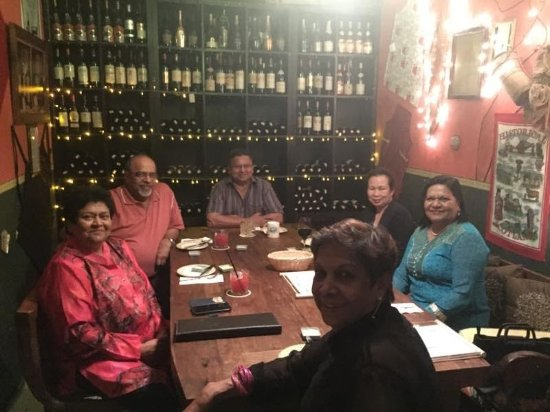 Chez Papa French Bistro and Wine Bar: Our Family gathering - ready to indulge ourselves- throwing caution to the winds!!!