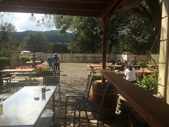 Boonville, CA: Outside area