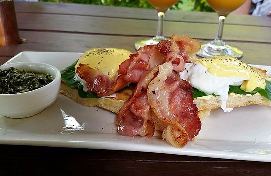 Coco Latte: Eggs Bene with bacon and rukau