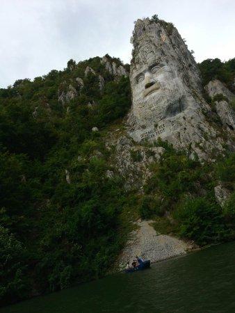 Orsova, رومانيا: Decebalus from the river
