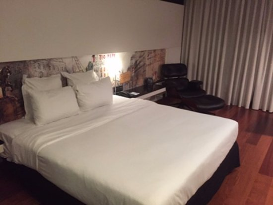 Hilton Madrid Airport: King size bed