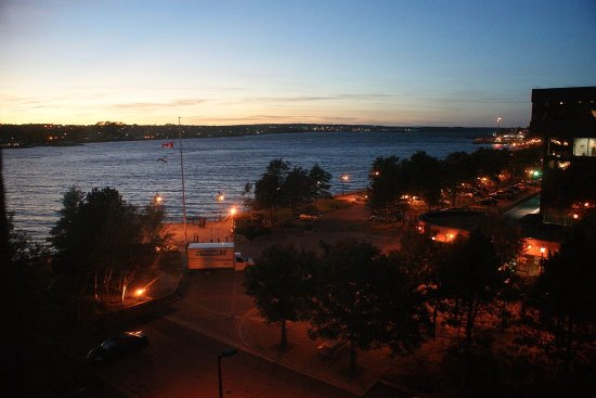 Cambridge Suites - Sydney: looking towards the mouth of the harbour at dusk