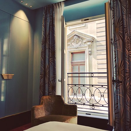 hotel saint marc picture of hotel saint marc paris tripadvisor. Black Bedroom Furniture Sets. Home Design Ideas