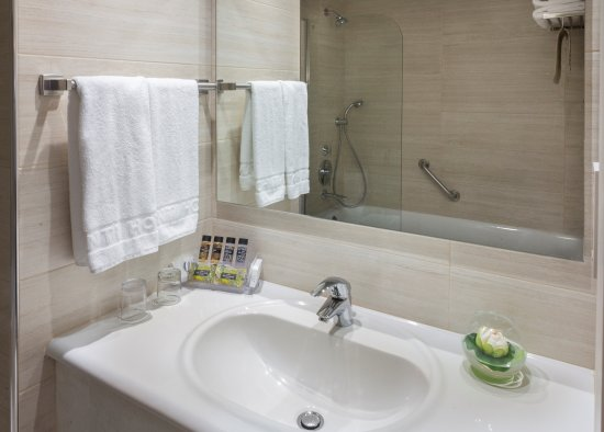 Avanti Hotel: Renovated Bathrooms